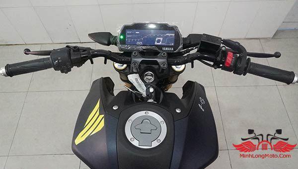đồng hồ LCD trên xe moto mt15
